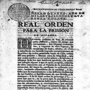 """❌ 𝐋𝐚 𝐠𝐫𝐚𝐧 𝐫𝐞𝐝𝐚𝐝𝐚 30.𝑱𝒖𝒍𝒊𝒐.1749 La historia tiende a obviar algunos momentos, condenándolos al olvido con el paso del tiempo. Muchos son los relatos que se intentan ocultar en el pasado, y la Gran Redada es uno de ellos. . La Gran Redada fue un intento de exterminio del Pueblo Gitano que se llevó a cabo en España en 1749 durante el reinado de Fernando VI. El odio volvió a enlazarse con el poder y se capturaron alrededor de 10.000 personas por un único motivo: ser gitanas y gitanos. . En lo que se llamó """"solución definitiva"""", las gitanas y los gitanos fueron asesinados, encarcelados, esclavizados y separados de sus familias. Tras aquella atrocidad, el pueblo gitano alzó la voz para exigir su libertad y su lucha se convirtió en un ejemplo de rebelión y valentía ante la opresión. . Recordar los crímenes que intentan borrarse de la historia es fundamental. Por eso, se debe luchar por mantener el testimonio de persecución, lucha y dignidad que se oculta tras la Gran Redada. El antigitanismo intenta esconder sus acciones más crueles invisibilizando parte del relato, por lo que nosotras y nosotros debemos luchar por mantener viva nuestra historia. . Y, en esa lucha, la memoria es una herramienta muy valiosa. 💙💔💚 ¡OPRE ROMA! ✊ . . . #opreroma #lagranredada #opreromnja #rromanoustipen #resistenciagitana #romaniresistance #romapeople #pueblogitano"""
