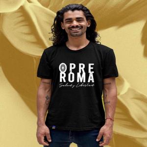 ✨NUEVA REPOSICIÓN✨  Mil duquelas vistiendo a todas las generaciones. ☺️ Porque Mil duquelas es nuestra esencia: historia, coraje, corazón y arte. ¡𝗢𝗣𝗥𝗘 𝗥𝗢𝗠𝗔!  👏👏💙♥️💚  Camisetas disponibles en WWW.MILDUQUELAS.COM  De la S a la 3XL* . . . #rrom #roma #opreroma #romaniresistance #gitanos #milduquelas #romapeople #resistenciromani #rromanoustipen #saludylibertad #gypsi #gypsy